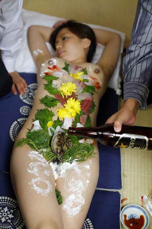 新年会は女体盛りでおっぱい堪能11