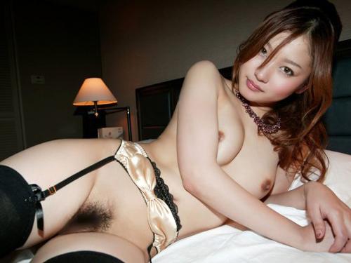 【ガーターベルトエロ画像】女のスケベ度が格段にアップするガーターベルトのエロ画像