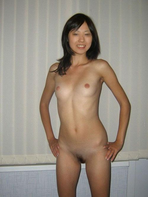 (シロウト20人)彼のカメラにマン毛お乳丸出し裸でポーズする小娘ってカワイいなぁーwww照れてる表情が逆にえろイぜぇーwww