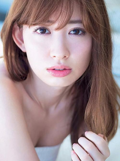 【小嶋陽菜】「美少女戦士セーラームーン」夢中(・ω・ノ)美乳おっぱい美尻下着グラビア