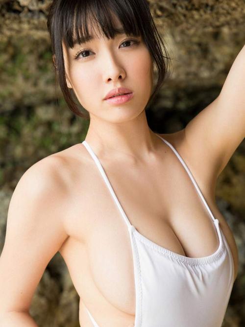 今野杏南(26)のハミ出すカラダ。画像×9