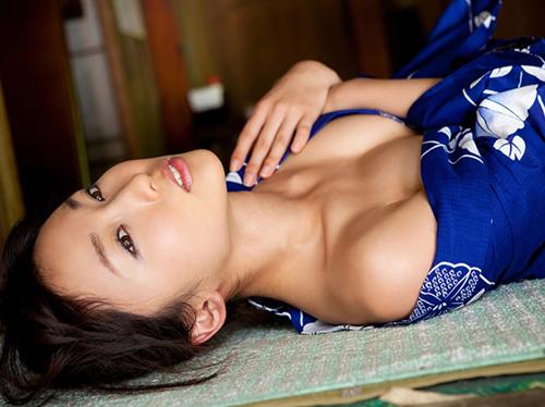 【吉木りさ】着物姿でノーブラセミヌード風(´∀`;)80㎝美乳オッパイ88㎝巨尻グラドル