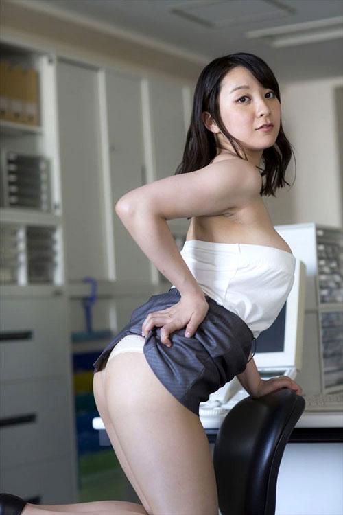 紺野栞のぽっちゃり柔らかおっぱい9