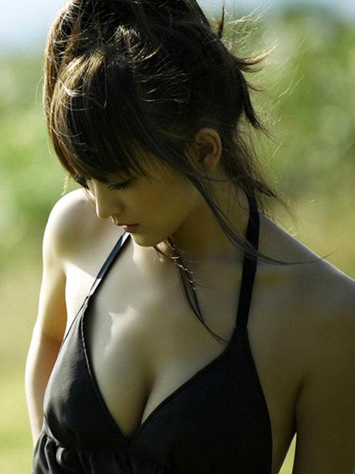 【小松彩夏】『美少女戦士セーラームーン』役(´∀`;)スレンダー美乳おっぱいボディー