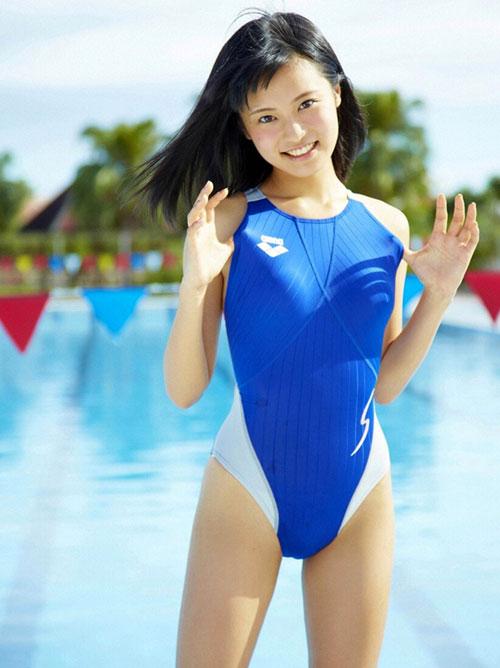 競泳水着でおっぱいの形クッキリ6