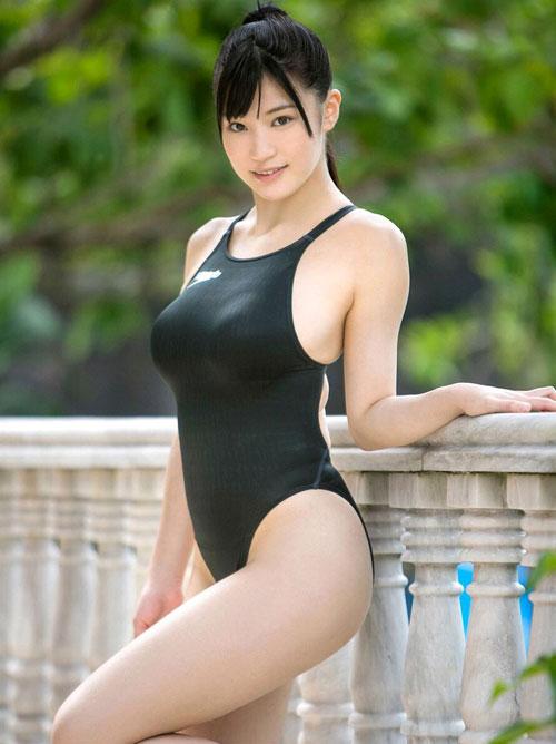 競泳水着でおっぱいの形クッキリ29