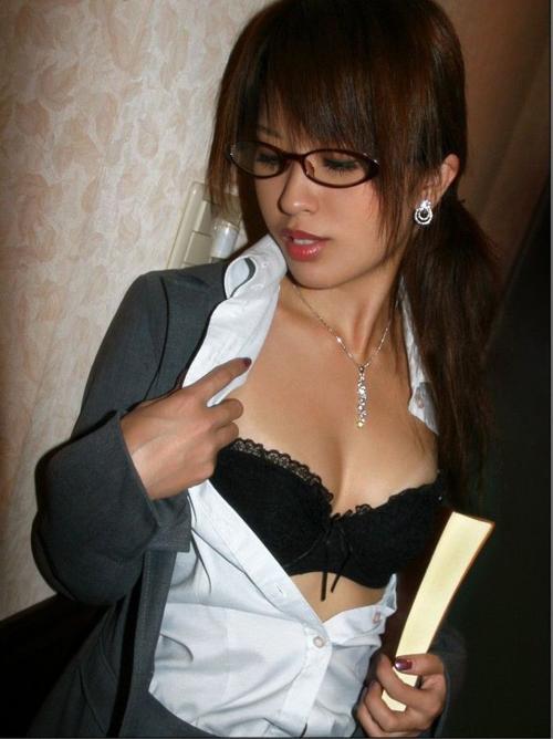 【フェチエロ画像】お姉さんたちのメガネをつけた姿が本当に可愛いwww