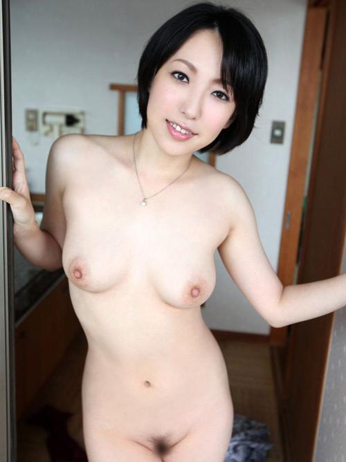 淫らな熟女が現役バリバリにエロさキープされたおっぱい裸体を笑顔でえっちっち