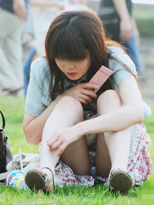 (秘密撮影21人)公園ってマジ凄ぇーwwwパンツマル見え小娘ばっかだぜぇーwwwパンツ丸見え天国だぁーさっそく公園に行ってみようぜぇーwww