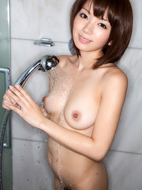 シャワー浴びて濡れ濡れのおっぱい2