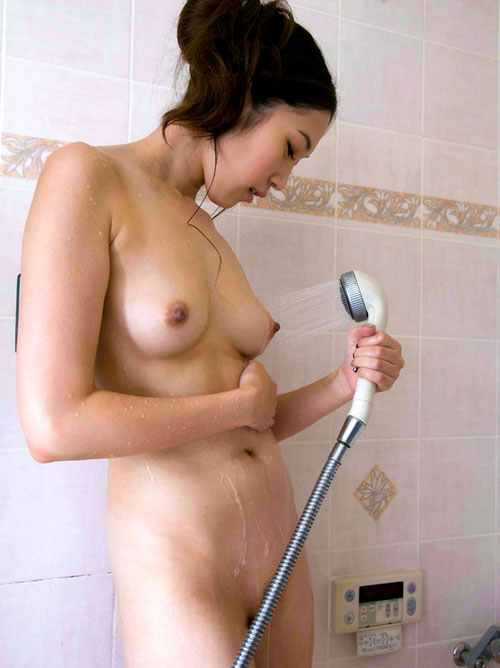 シャワー浴びて濡れ濡れのおっぱい4
