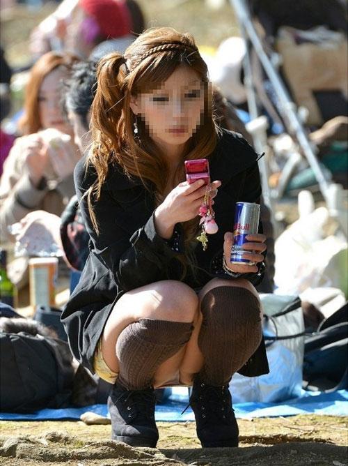 (秘密撮影21人)公園って女の股も解放的になるぜぇーwwwパンツがモロ見え小娘ばっかで超最高だぜぇーwww