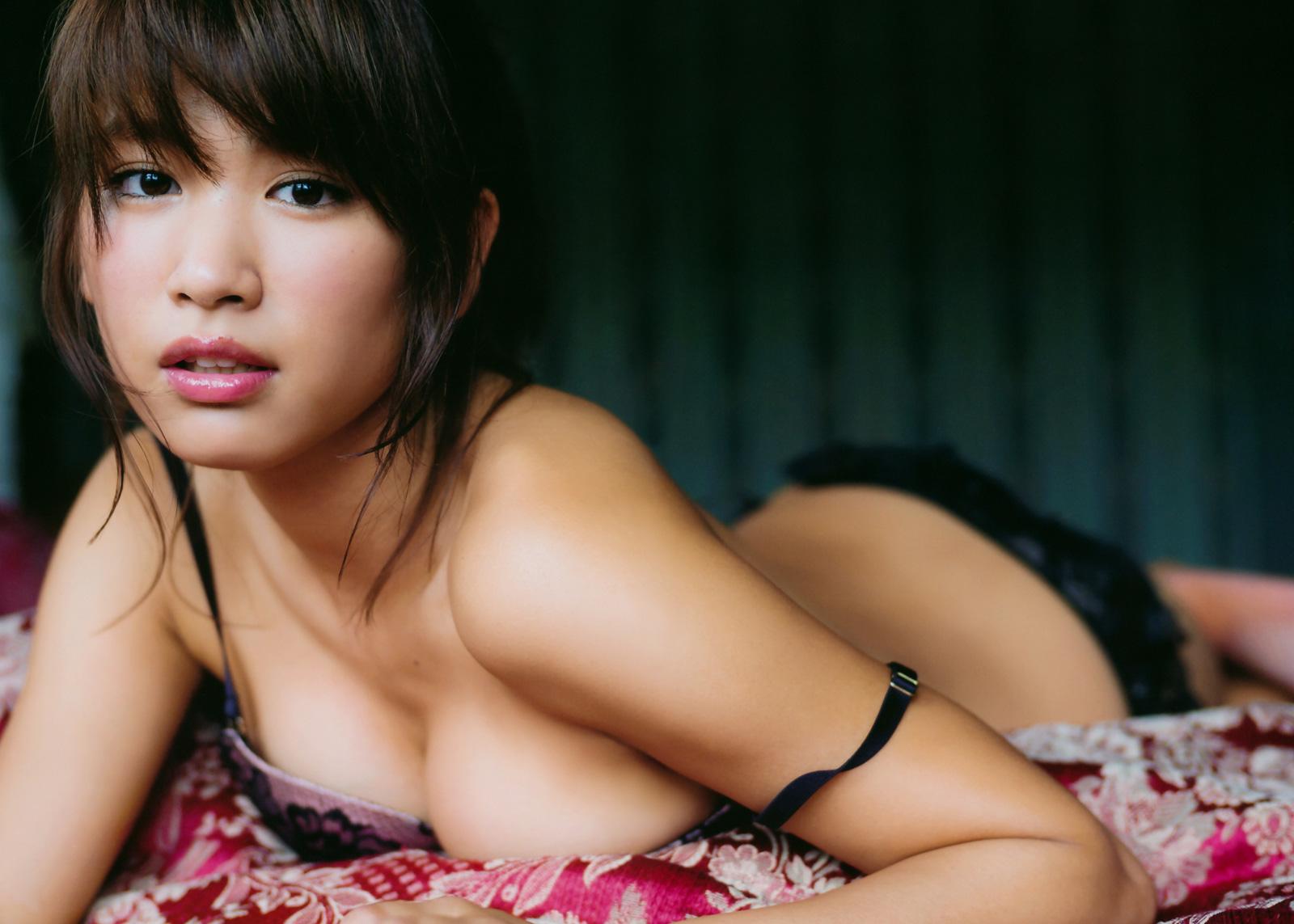 久松郁実 スタイル抜群のえろ体で美美巨乳のお乳に目が釘付け