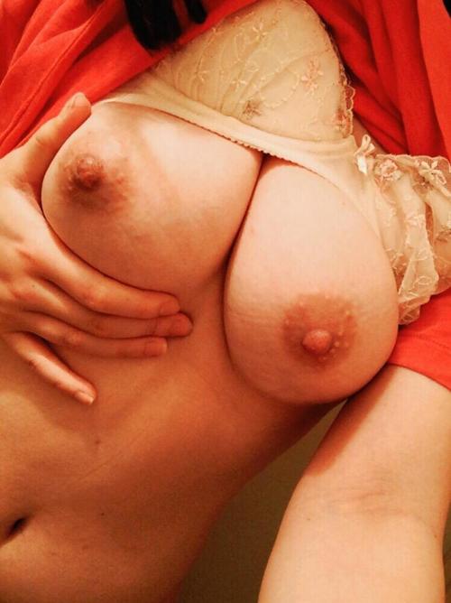 爆乳でも柔らかいおっぱいが存在する証明のGカップエッチ画像現役女子大生乳www