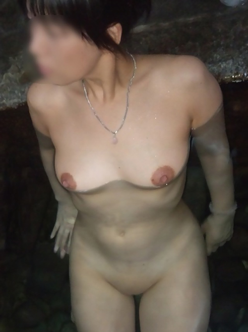 【温泉 エロ画像】露天風呂で楽しそうに露出する素人さんwww