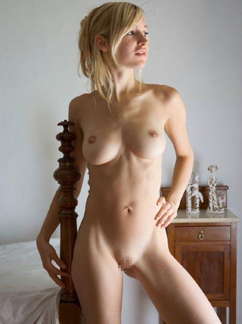外国人美女のスレンダーな裸体と素晴らしい美巨乳