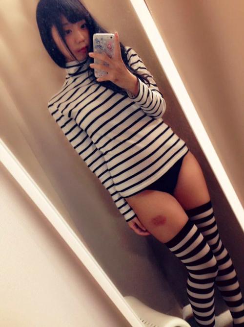 【三次】ニーソ可愛い女の子のエロ画像