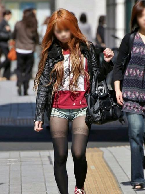 思わずガン見してしまうエロい服装の素人ギャルを街撮りしてきたヤツwwwwww【画像30枚】