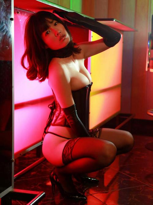 超名作グラビア劇場 今野杏南(25)ボンデージ姿のストリッパー。