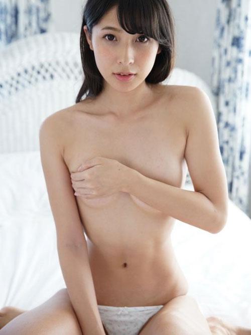 【川崎あや】美脚高身長の魅力的美女のクビレ美乳おっぱいセミヌード画像25枚