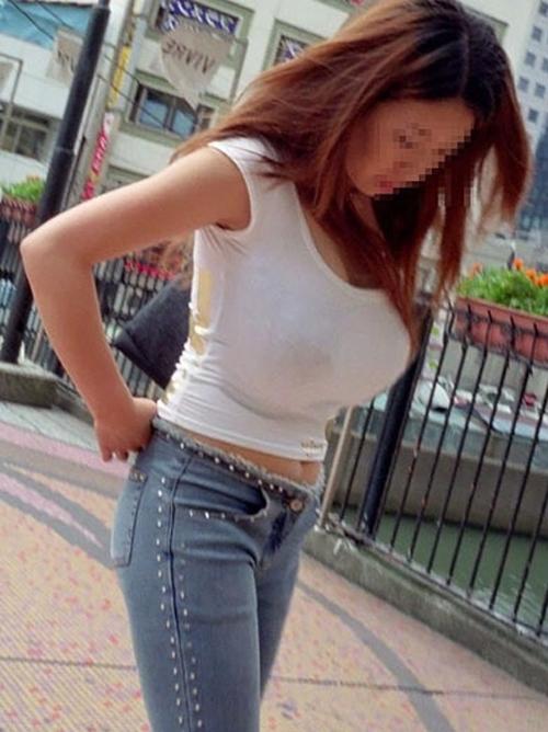 すげー乳www素人の着衣巨乳が十分オカズになる街撮り画像