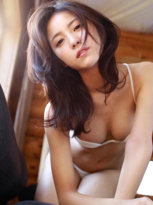 石川恋 写真集「LOVE LETTERS」で魅せたTバック&手ブラヌード! #エロ画像 37枚