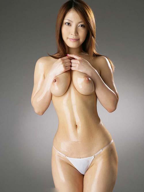 ムチムチっと魅力溢れる肉感美女がシャワールームでエロおっぱいぴちゃ