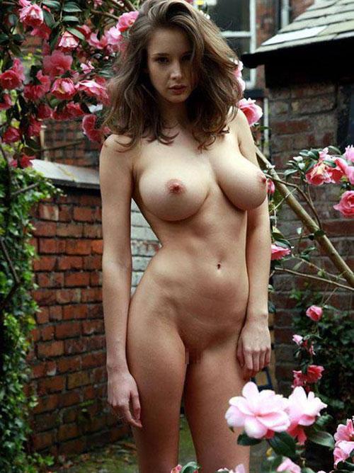 【外人】感動的な究極の巨乳おっぱいを持つエミリー・ショウヌード(Emily Shaw)のヌードポルノ画像