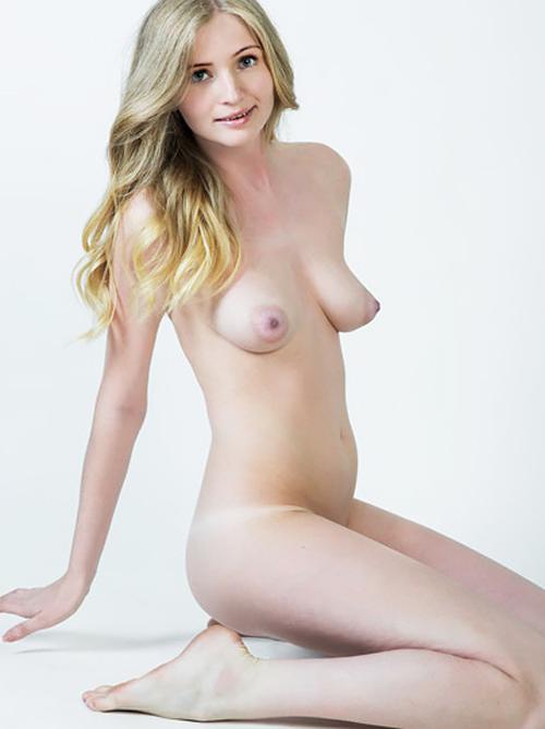 激カワ金髪美少女が、まさかの垂れロケット乳w しかも巨乳輪ww ギャップありありエロ過ぎワロタwww 外人ヌード画像