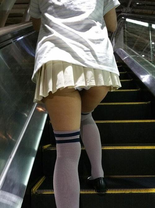 パンツ見せたり、くそエロい格好して外歩いてる女の子って?