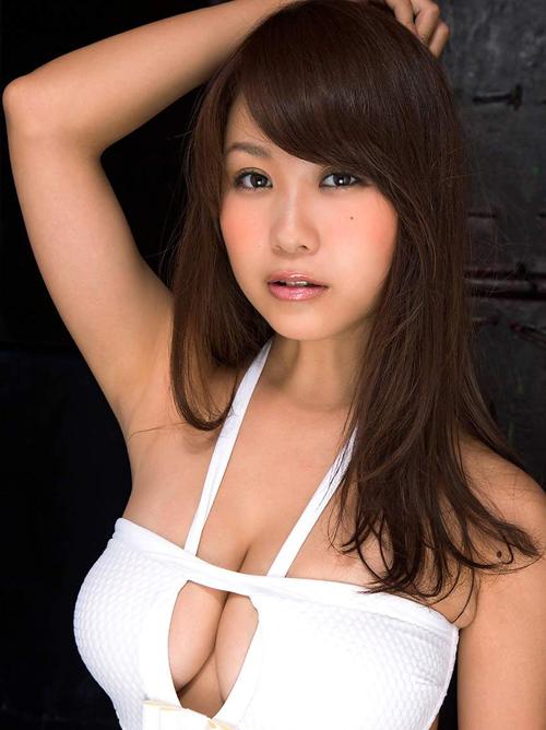 西田麻衣(27) 過激な高級水着の誘惑。