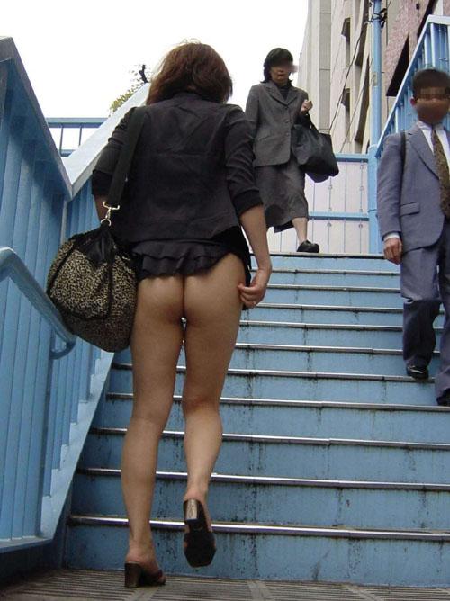 【盗撮 エロ画像】もっちり美尻の素人さん隠しきれない色気www