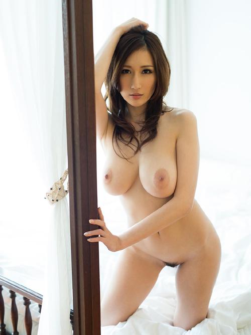 Jカップの爆乳なのにこのクビレwww【 JULIA 】という日本人離れしたAV女優の存在そのものがエロすぎるwww
