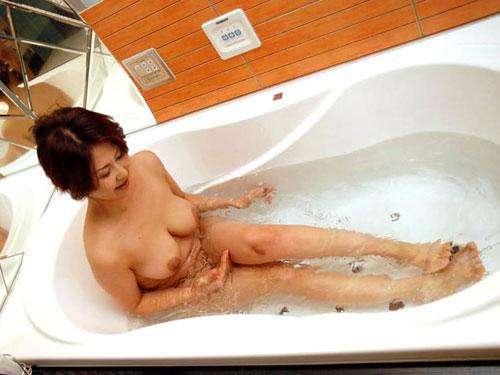 お風呂につかるおっぱいで癒やし5
