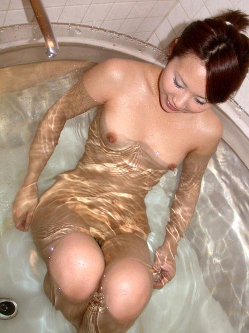 お風呂につかるおっぱいで癒やし8