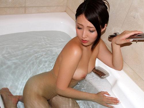 お風呂につかるおっぱいで癒やし14
