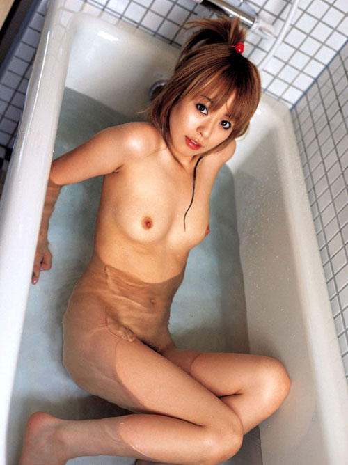 お風呂につかるおっぱいで癒やし19