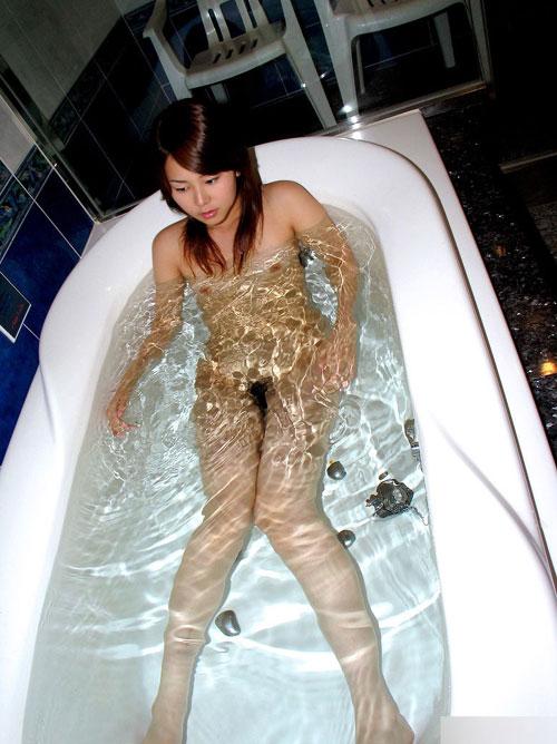 お風呂につかるおっぱいで癒やし26