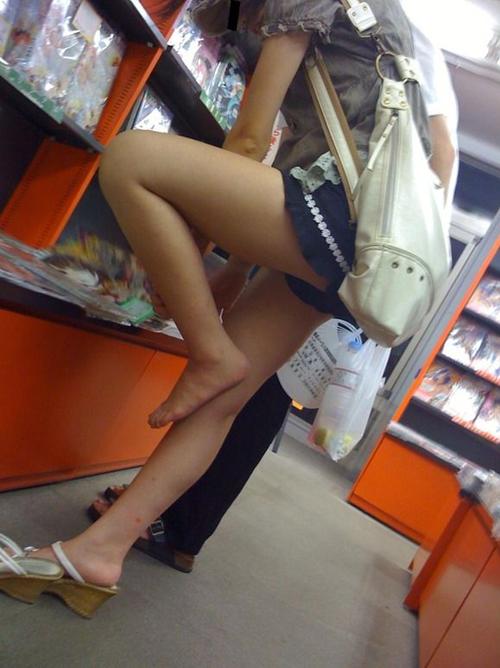 【街撮り】 暖かくなると素人女子が平然と露出するエロい生脚を激写したやつwwwww【画像30枚】