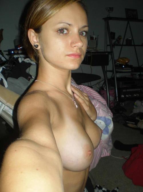 【外人】めちゃ綺麗な芸術的巨乳おっぱいを自画撮りしてSNSに投稿してる美少女のポルノ画像