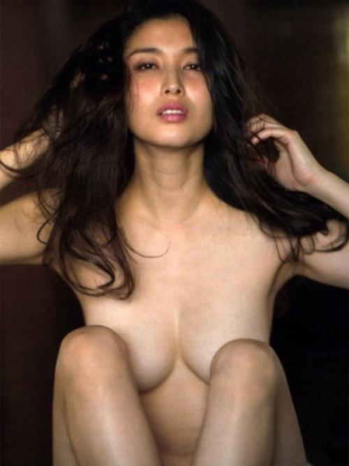 女優の橋本マナミのセクシーエロ画像がめちゃシコwww