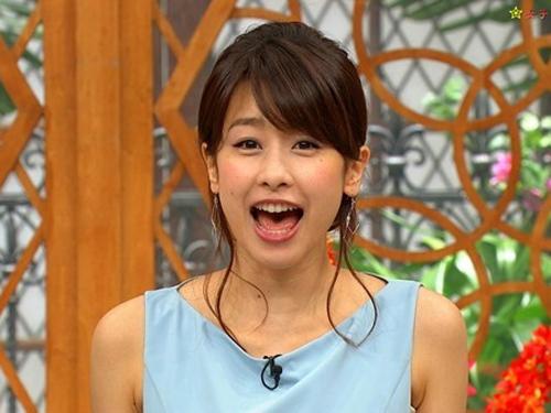 【カトパン】加藤綾子アナがキャプから隠れ巨乳おっぱい疑似フェラ谷間が見えとるわいwww