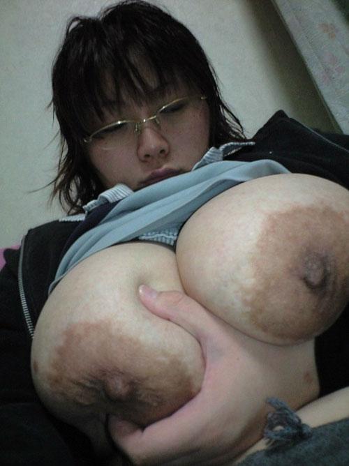 【画像】ブス顔のくせに巨乳で身体がエロい女のドヤ感ww