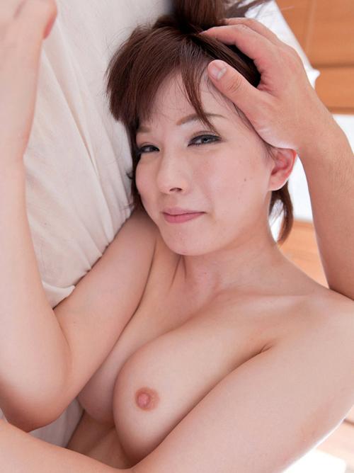 辻本りょうさんの汚れないピンク色の初な乳首が堪らない!