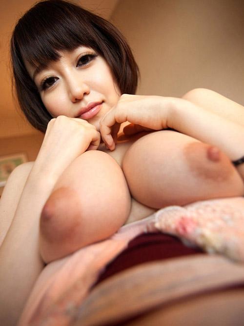 篠田ゆうちゃんのぷっくりピンク乳輪がエロ過ぎてヌケル!