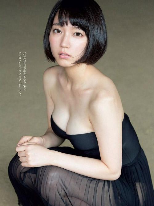 吉岡里帆 圧倒的透明感!激カワ美女の巨乳おっぱい水着画像