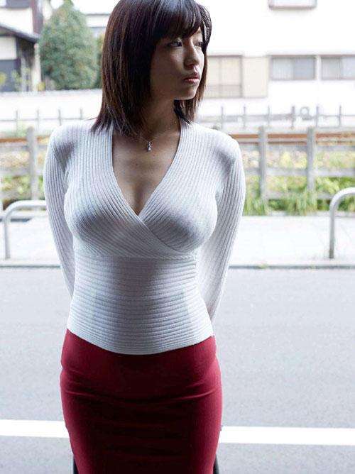 着衣巨乳のおっき過ぎるおっぱい1