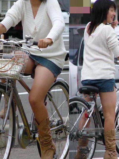 ちゃりんこでスカートはパンチラ★エロ画像49枚