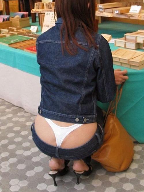 【ローライズパンチラ】股上浅・股間ウエスト丈が短く臀部丸見え~ローライズぱんちら画像