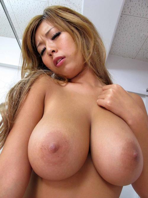 ギャル上がりの金髪美女がセクシー美巨乳で気持ち良くしてくれる
